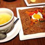 78103629 - ガレット(ベジタリアンヌ)とスープ