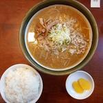 ラーメン郷 - 味噌ラーメン800円とライス130円
