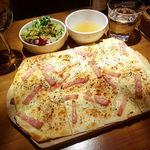 78105333 - タルトフランベ(たまねぎとベーコン)(サラダ・スープ付)(800円)