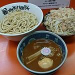 暴豚製麺所 - 限定 濃厚魚介醤油つけ麺(750円)
