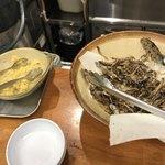いぶきうどん - 卓上の生姜と揚げいりこ
