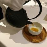 78112825 - スープ注いで仕上げるの流行ってるのだ!緑茶風味