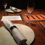 YAKINIKU FUTAGO 37West 17th St - 素敵なテーブルセッティング