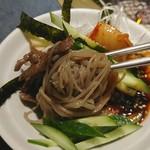 虎 - ビビン麺ハーフ