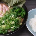 桜道家 - 料理写真:チャーシュー麺(並)(トッピング:九条ネギ)