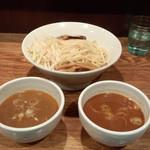 神保町 可以 - 二色つけ麺(大)(880円)