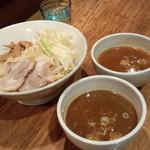 神保町 可以 - 二色つけ麺(並)(880円)