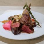 78131504 - 選べる肉の盛り合わせで、「A5ランク山形牛のビステッカ 100g」と、「仔羊のグリル1本」と、「野菜」