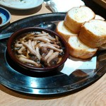 九州黒太鼓 - 今回写真はアヒージョだけ。飲み食い語らいに集中。