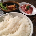 マルイチ食肉センター - ご飯(大)はお代わりOKですが、とても食べられません(笑)