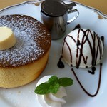 ティーラウンジ ブイ - 料理写真:釜焼きパンケーキセット(900円)で, 宿泊時にコーヒーサービス券を頂いたので700円でした。