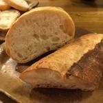 フランスパン専門店おちこち - バゲットとブールの断面