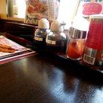 拉麺本家夢屋 - テーブル