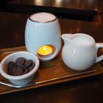 クイーンズコレクション チョコレートカフェ ダイカンヤマ - クイーンズホットチョコレート