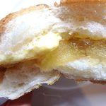 ベーカリー&カフェ 赤毛のアン - リンゴジャム&カスターのコッペパン