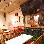 サクラカフェ神保町 - スローな時間が流れる心地よい空間で、気軽に旅行気分を味わう。