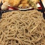 京橋 紅葉川 - お蕎麦アップ 確かに手打だ(笑)
