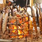 博多炉端 炉邸 - 会食・接待(個室あり)・デートに使えるスタイリッシュな炉端焼き店です。