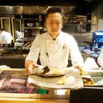 78146645 - 名物の原始焼き(串刺しの魚を炭火の周りに立てて焼くもの)。長崎産のアカムツやアコウを頂きました。