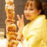 78146651 - 福岡糸島産豚の豚バラ串も原始焼き。