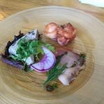 78149882 - スペシャルランチの前菜 は鰹のカルパッチョ、里芋とイカ、牛蒡のテリーヌ