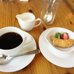 78149896 - FLのひと口デザートとコーヒー