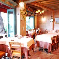 リストランテ・マリオ - 採光の良い窓辺のテーブル席でゆっくりとしたお食事を。