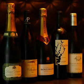 店主が厳選したワイン、紹興酒はお料理を一層引き立てる