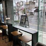 ソフトクリーム畑&チル アウト 富山本店 - カウンター席