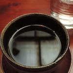 うさぎとぼく - 珈琲は昭和町ブレンドに。う~ん、いつも美味しいなあ。 ボキは普段は珈琲にお砂糖とミルクをいれて飲んでるけど、 こちらの昭和町ブレンドはそのままブラックで頂ける、 とても飲みやすい珈琲です。