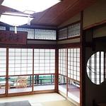戸田本店 - 館内見学。その1。(丸窓(?)と、蛍光灯のヒモがエエ感じ。)