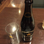 78178917 - 晩酌セット¥700のドリンク。                       黒ラベル中瓶に料理一品が付くのは安いね〜!