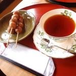 吉備のおかげ茶屋 - 料理写真:団子セット、紅茶で 750円