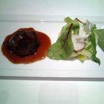 """オーベルジュ・ド・リル - 赤ワインで柔らかく煮込んだそのモモ肉 季節野菜のサラダ""""ジャルディニエール風"""""""