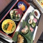 嵐山 りらっくま茶房 - いっしょにごろん♪手まり寿司とおむすび弁当