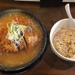高知ジェントル麺喰楽部 - 豚ロースカツラーメン 味噌  半チャンセット  1,180円