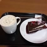 スターバックス・コーヒー - コーヒー&ホワイトクリームモカ ラズベリーチョコレートケーキ