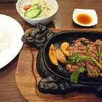 78197884 - 黒毛和牛ヒウチステーキとご飯
