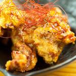 居酒屋さんぱち - 鶏唐揚げ甘辛とうがらし380円