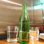 78203253 - お冷は洒落た瓶で提供