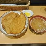 とんかつ太郎 - 四枚カツ丼920円+大盛100円+なめこ汁160円