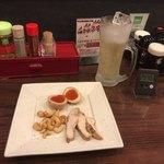Kobushi - 300円の燻製3種盛りと300円飲み放題ハイボール。