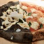 オステリア オロビアンコ - 黒いのは竹炭を練りこんだトリュフ香たっぷりのピッツァ