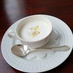 カフェ オリーブ - ジャガイモと長芋のスープです。