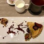 カフェ&ダイニング ゼルコヴァ - タルトフィグオランジュ&ミルクティー