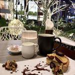 カフェ&ダイニング ゼルコヴァ - イルミネーションを眺めてながらデザートセットを♪