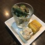 風土木 - お通しです。オクラ、お豆腐、卵焼き。