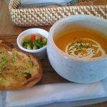 つむじカフェ - 野菜と豆乳ポタージュとガーリックトースト 650円
