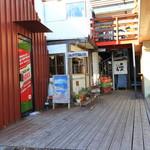 カフェ&ダイナー ジャンティーク - いろんなお店があります、正面の左がこのお店。