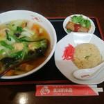 東洋軒 - ランチ エビ麺と半チャーハン、サラダと春巻き 820円